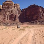 1280px-Wadi_Rum_BW_10